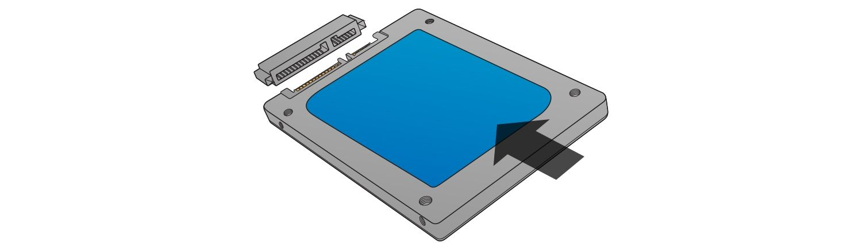 SSDを取り付ける際は、無理やり押し込まないでください。