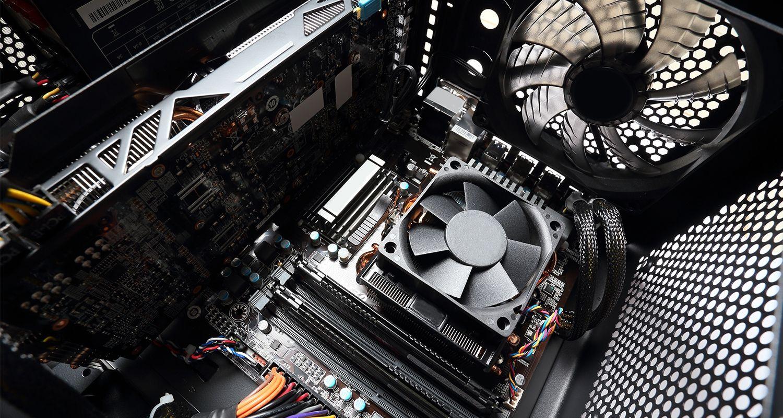 ファンを含む、パソコンの内部