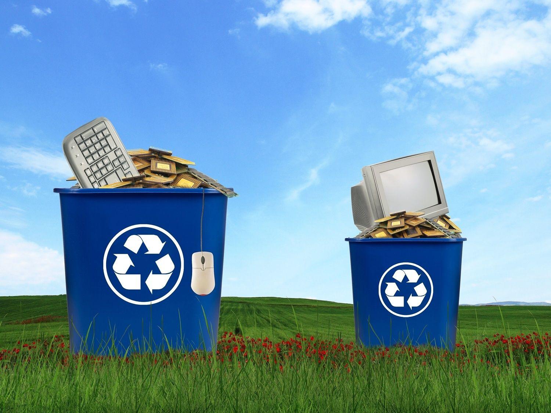 モニターやマウス、キーボード、CPUを含むパソコンのコンポーネントはリサイクル資源ゴミとして廃棄されます。