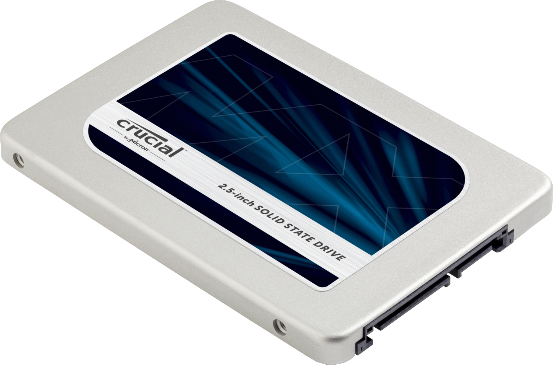 白を背景に、単体で取り出されたパソコン用のCrucialソリッドステートドライブ(SSD)